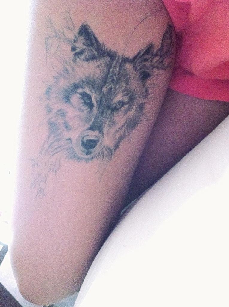 Тату волки для девушек