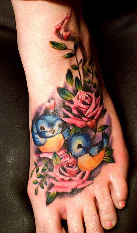 Татуировка на ноге цветы