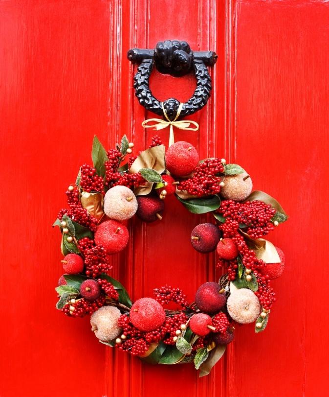 Как сделать новогодний венок на дверь