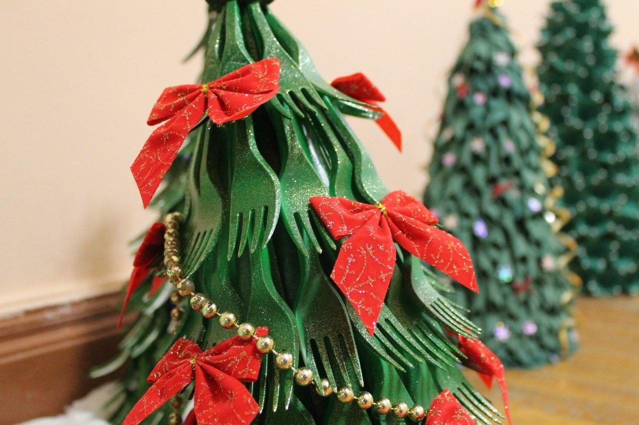 Поделки елка своими руками из подручных средств в домашних условиях