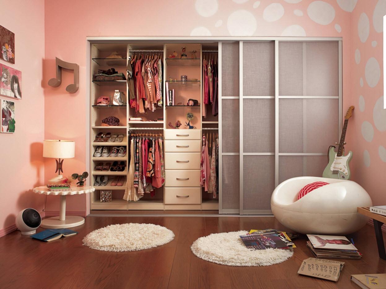 Фото дизайна комнат с шкафами купе
