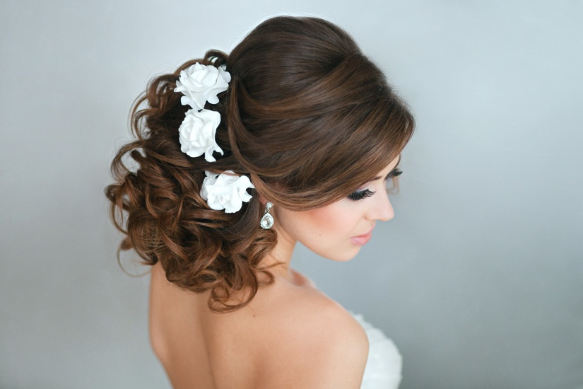 Прически на среднее волосы на свадьбу