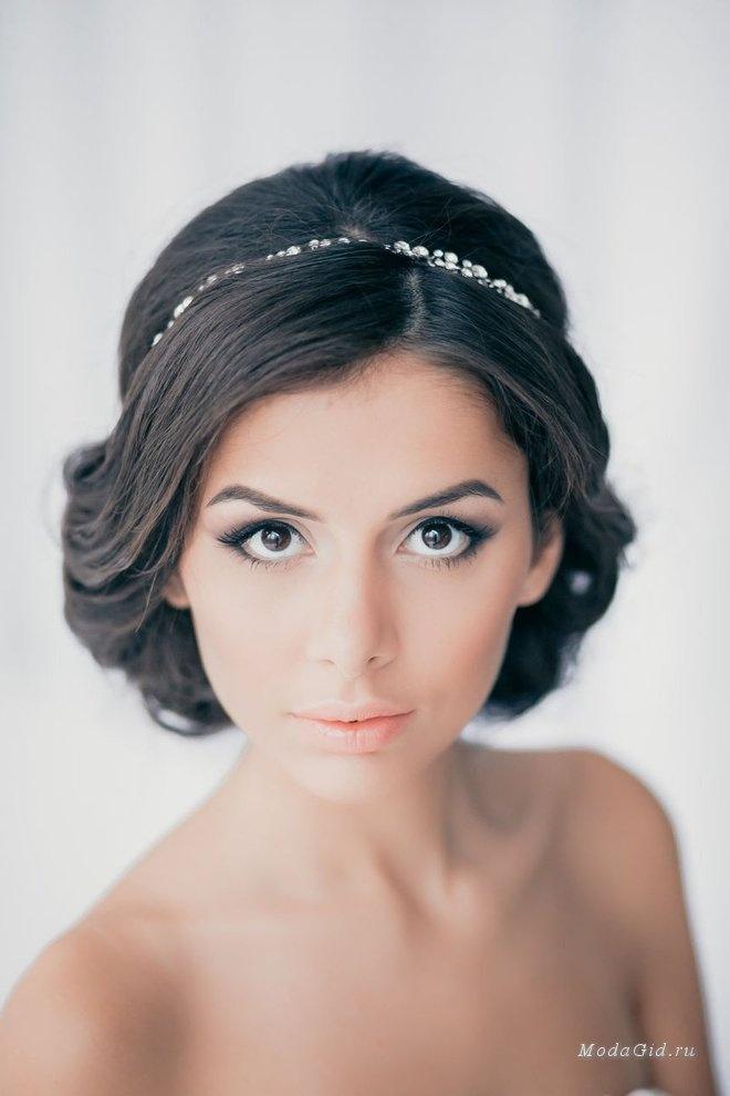 Прически в греческом стиле на средние волосы без челки