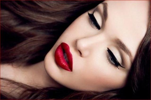Красивый вечерний макияж под черное платье