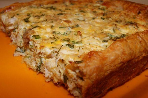 Пирог мясной из слоеного теста