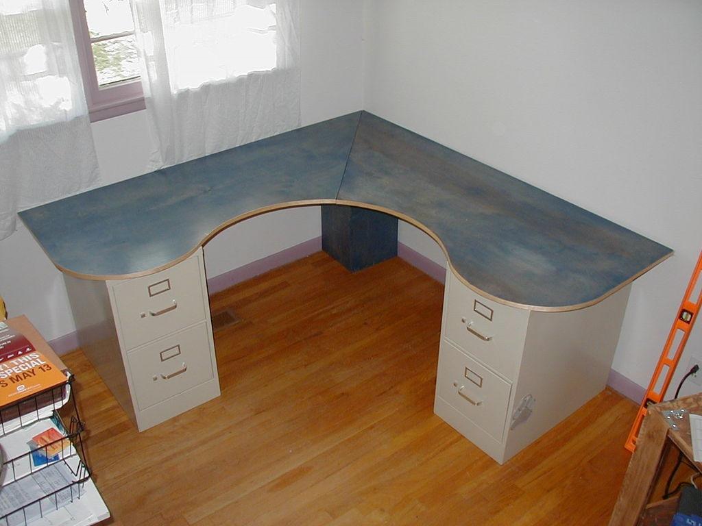 Как сделать компьютерный стол своими руками угловой