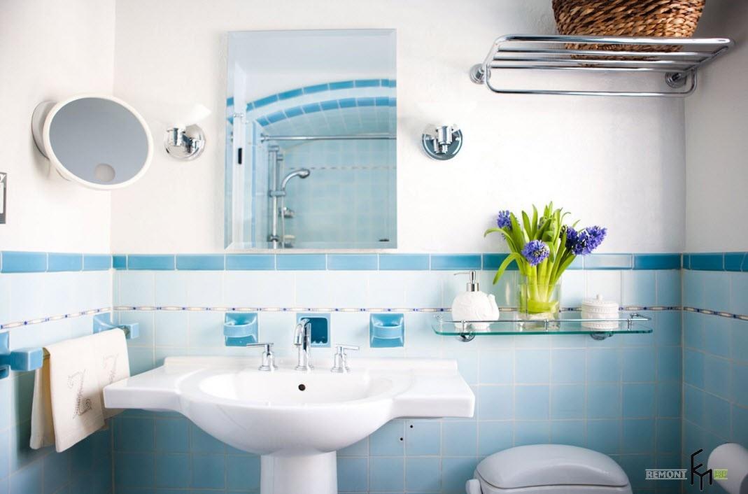 Бело-голубая плитка в ванную комнату дизайн