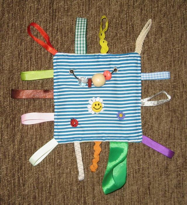 Как сделать развивающую игрушку своими руками для ребенка