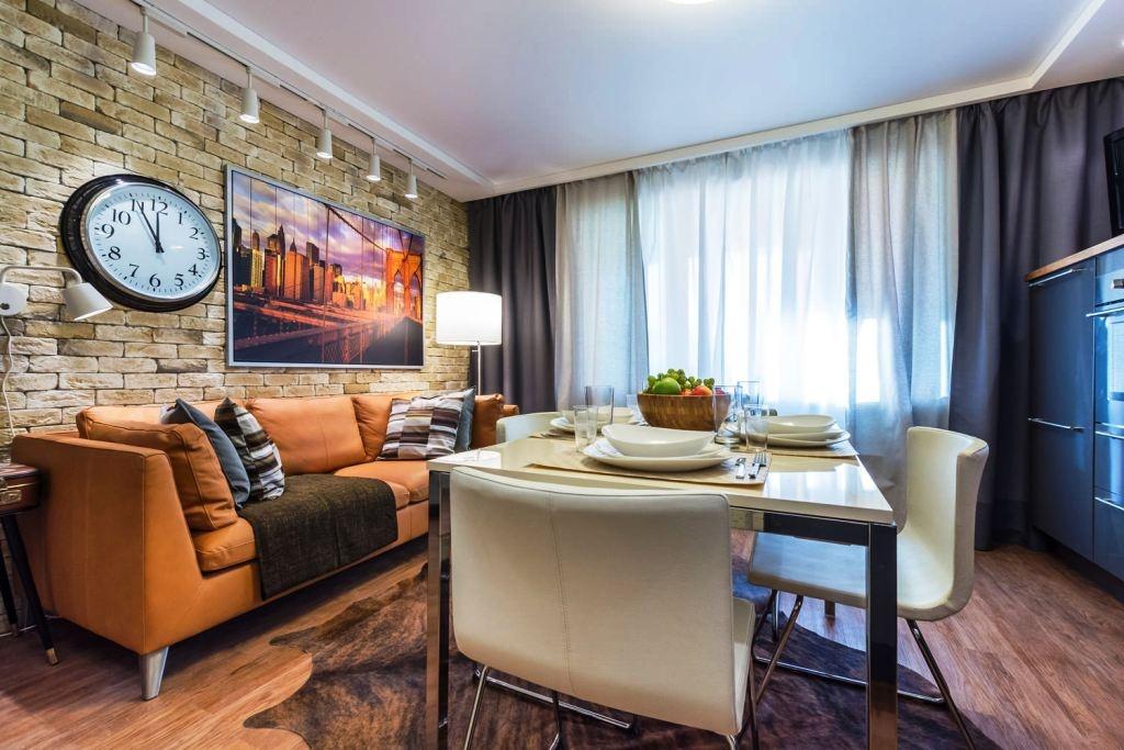 Дизайн кухни-гостиной с диваном 18 кв.м