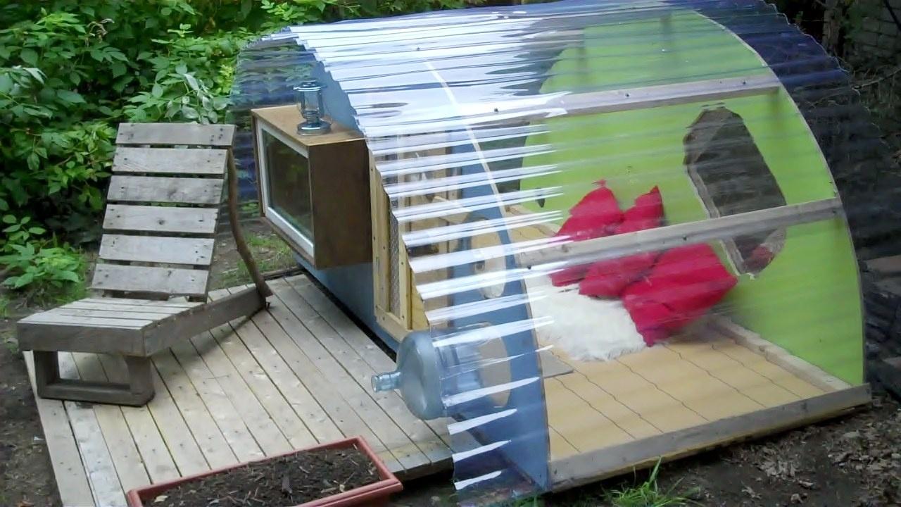 Оригинальный домик для детей на даче