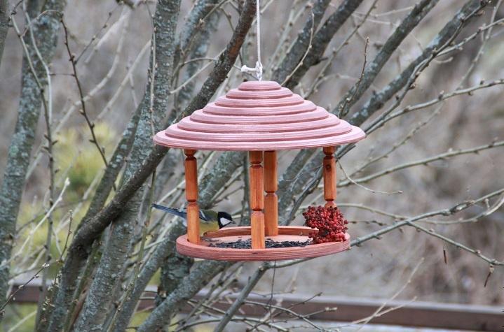Как сделать кормушку для птиц красиво