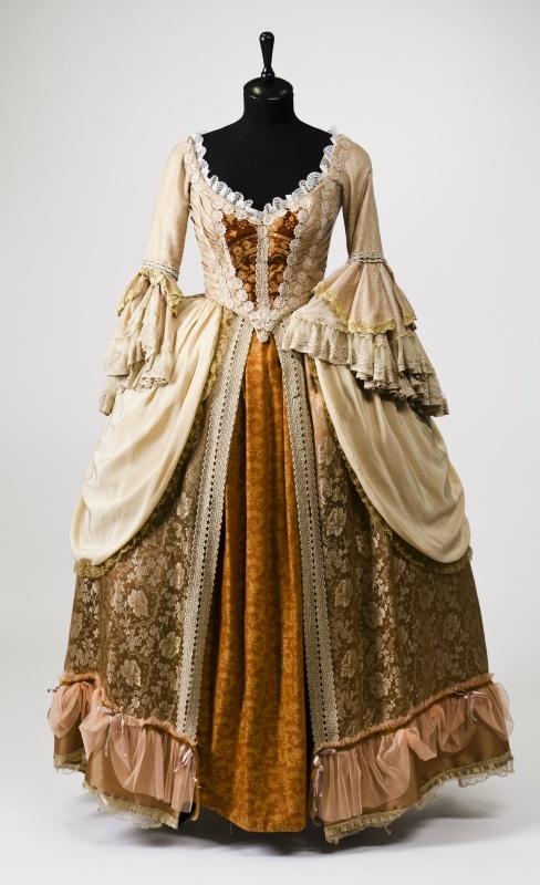 Фото платьев 18 веков