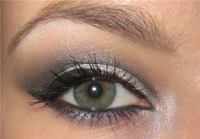 Макияж для серо-зеленых глаз дневной