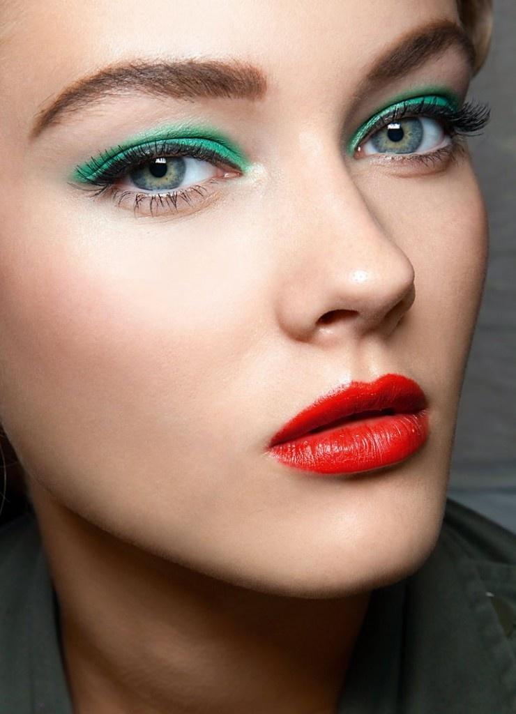 Простой макияж зеленых глаз
