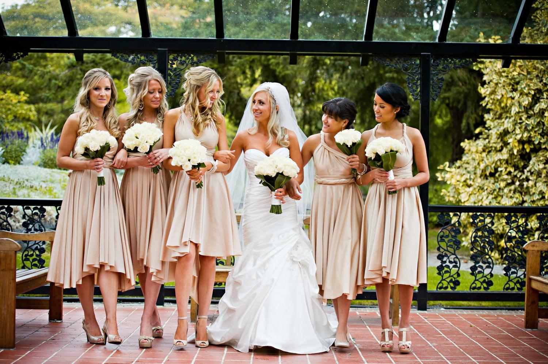 Подружки невесты одинаковые платья
