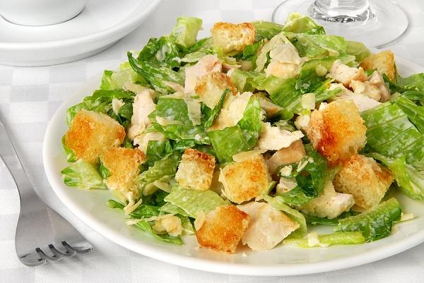 Салат цезарь с курицей легкий рецепт с