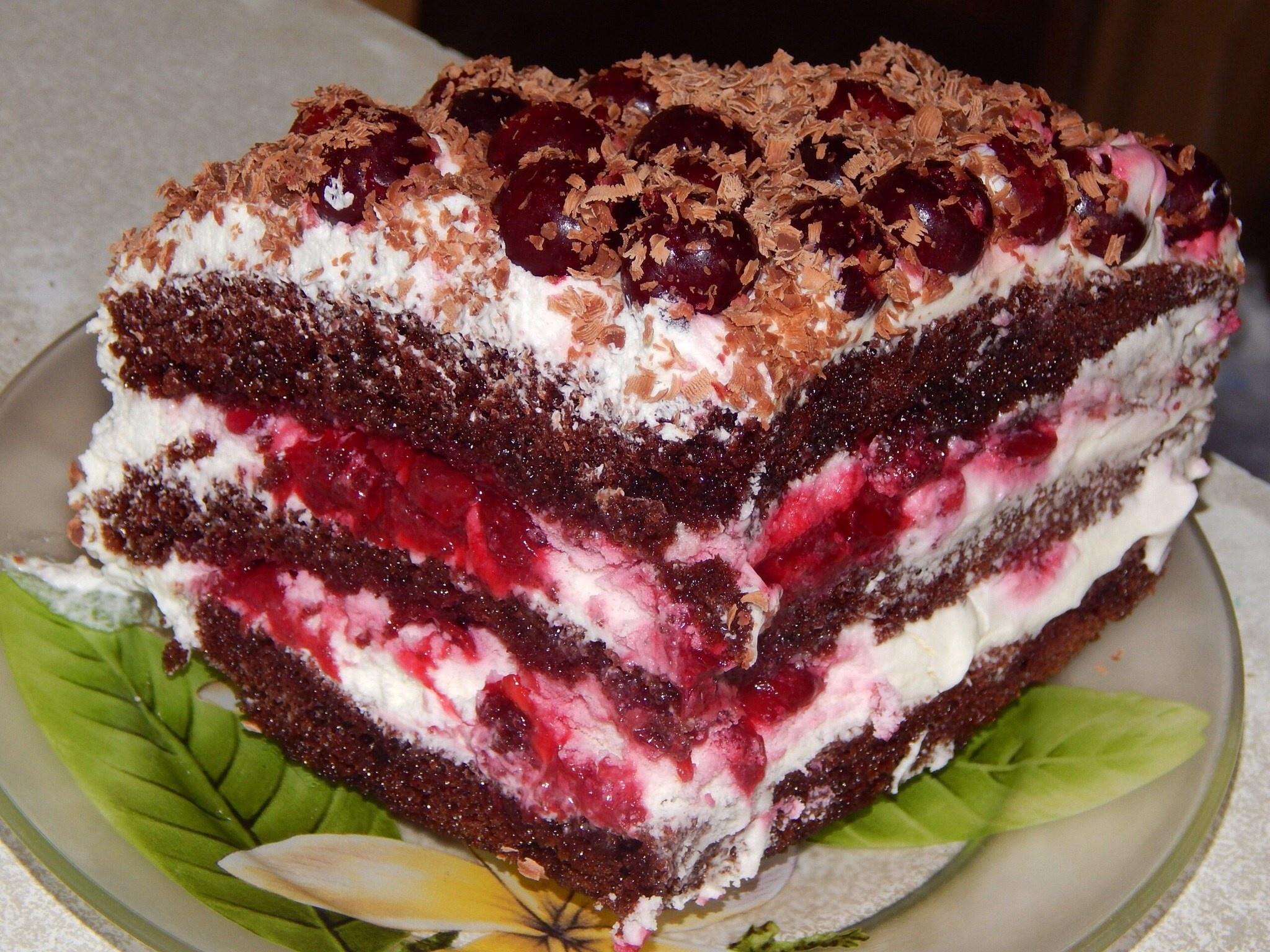 Торт с свежей вишней