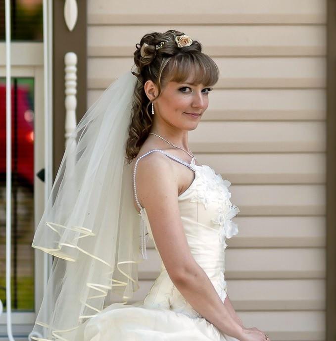 Свадебная прическа собранная на средние волосы с фатой