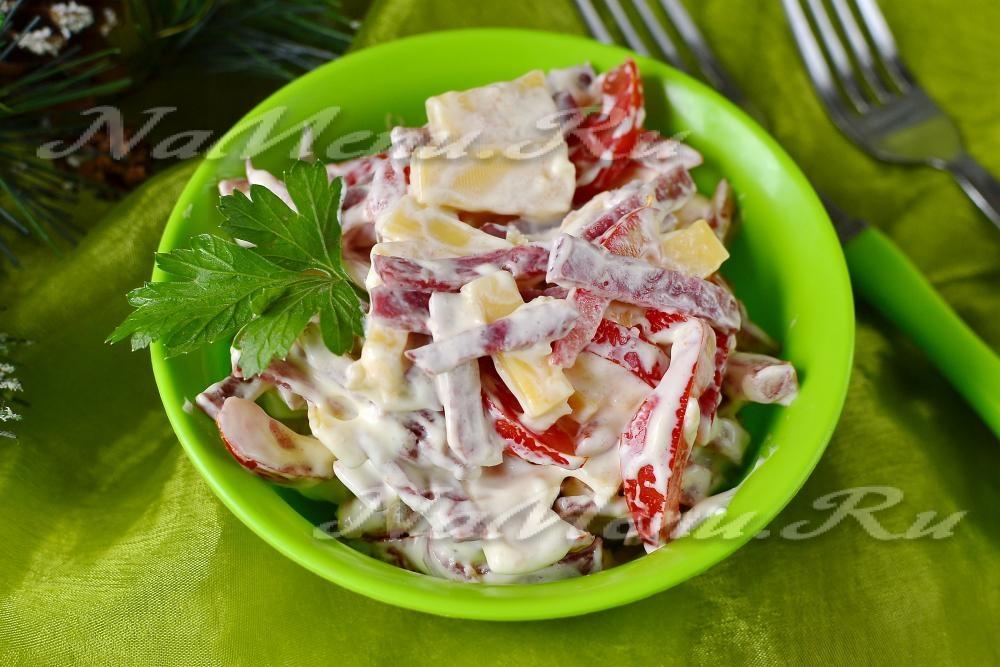 Рецепт салата из колбасы с