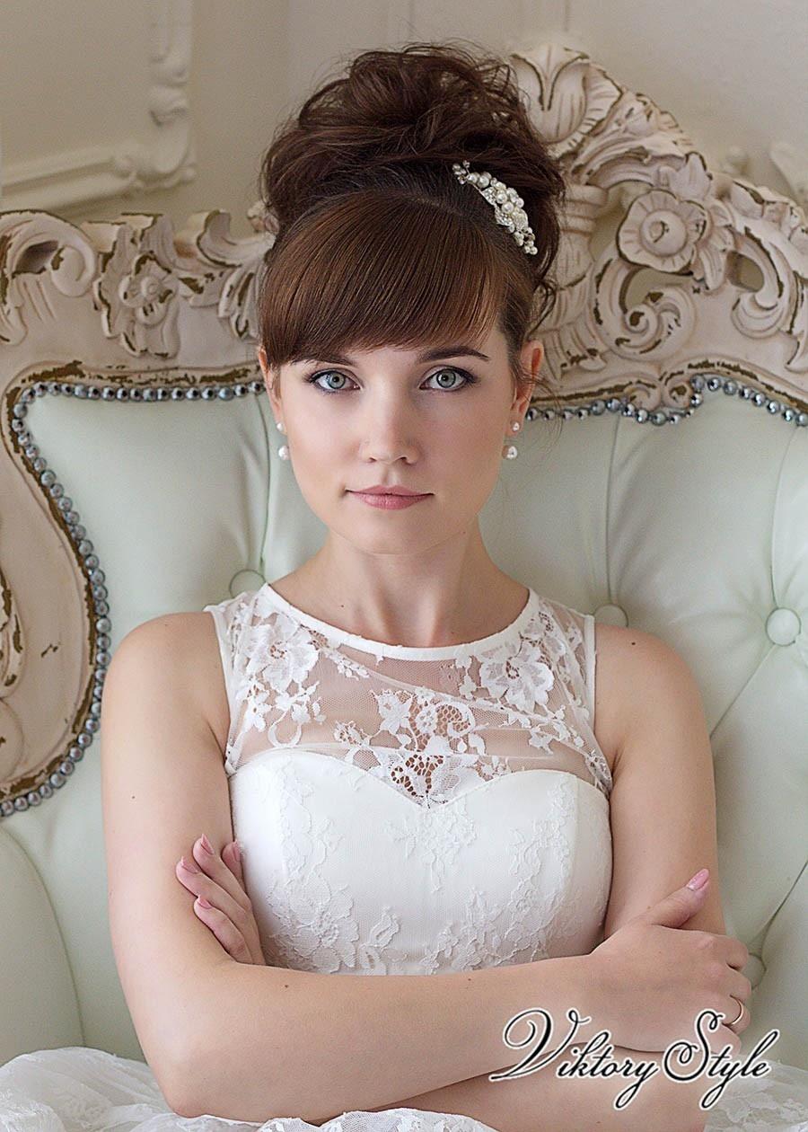 Фото высоких свадебных причесок с чёлкой
