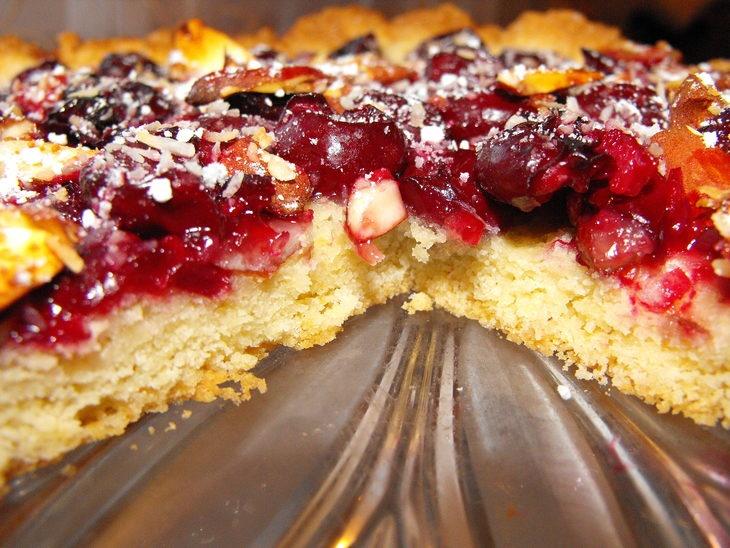 Пирог с замороженной черешней рецепт