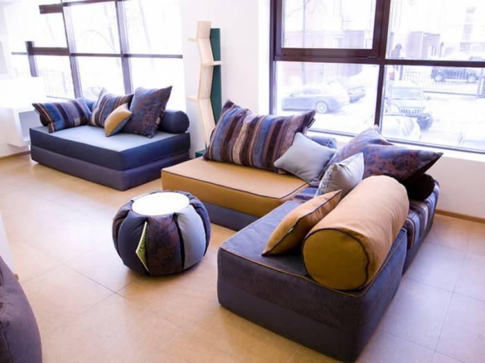 Сделать диван из подушек своими руками