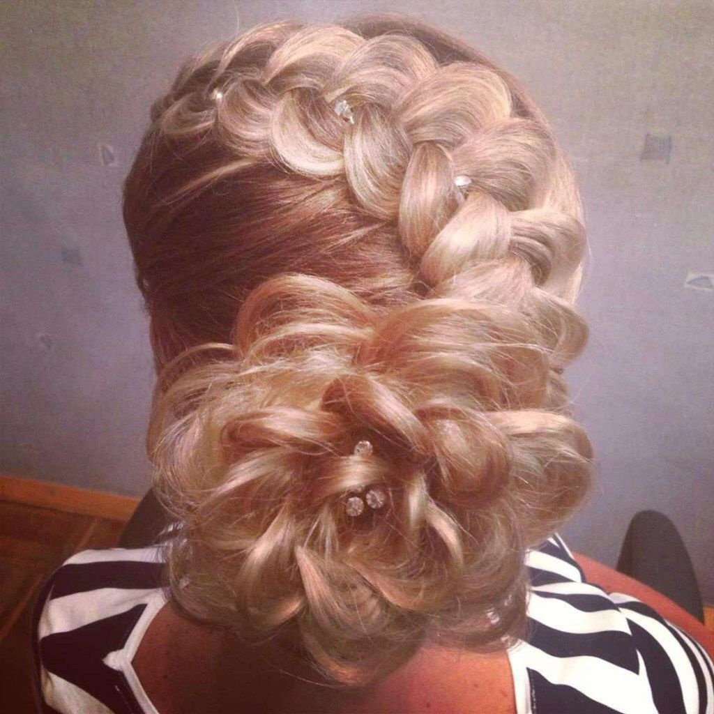 Красивые причёски из косичек на средние волосы