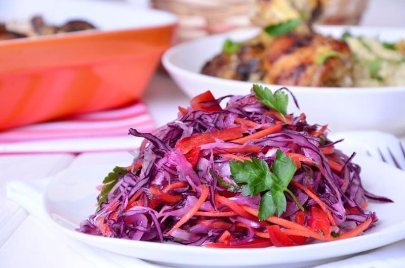 Как сделать салат из капусты и с морковкой
