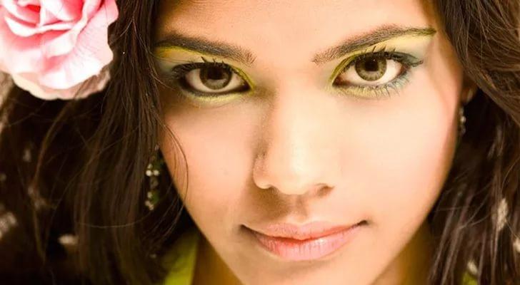 Макияж для зелёных глаз и каштановых волос