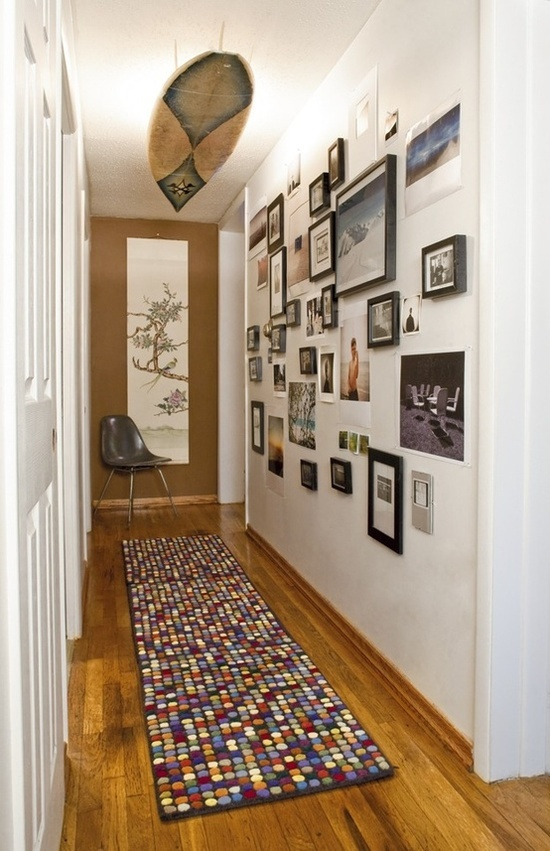 Декор стен в коридоре своими