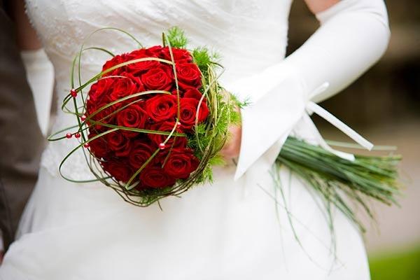 Букет из красных роз свадебный своими руками
