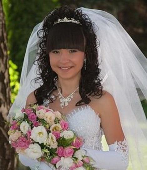 свадебные прически с фатой и прямой челкой