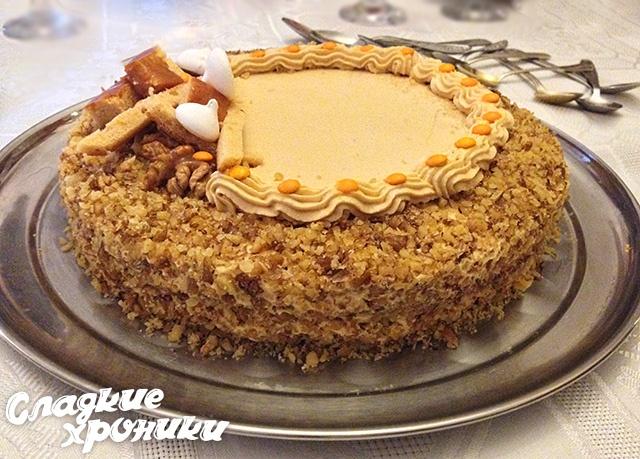 Торт из коржей с вареной сгущенкой фото