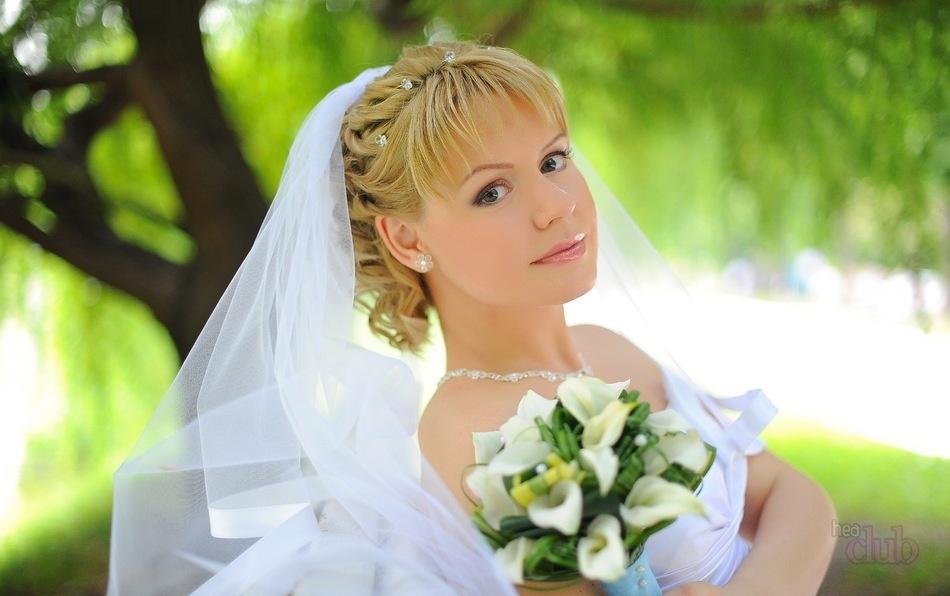 свадебные прически на среднюю длину волос фото с фатой