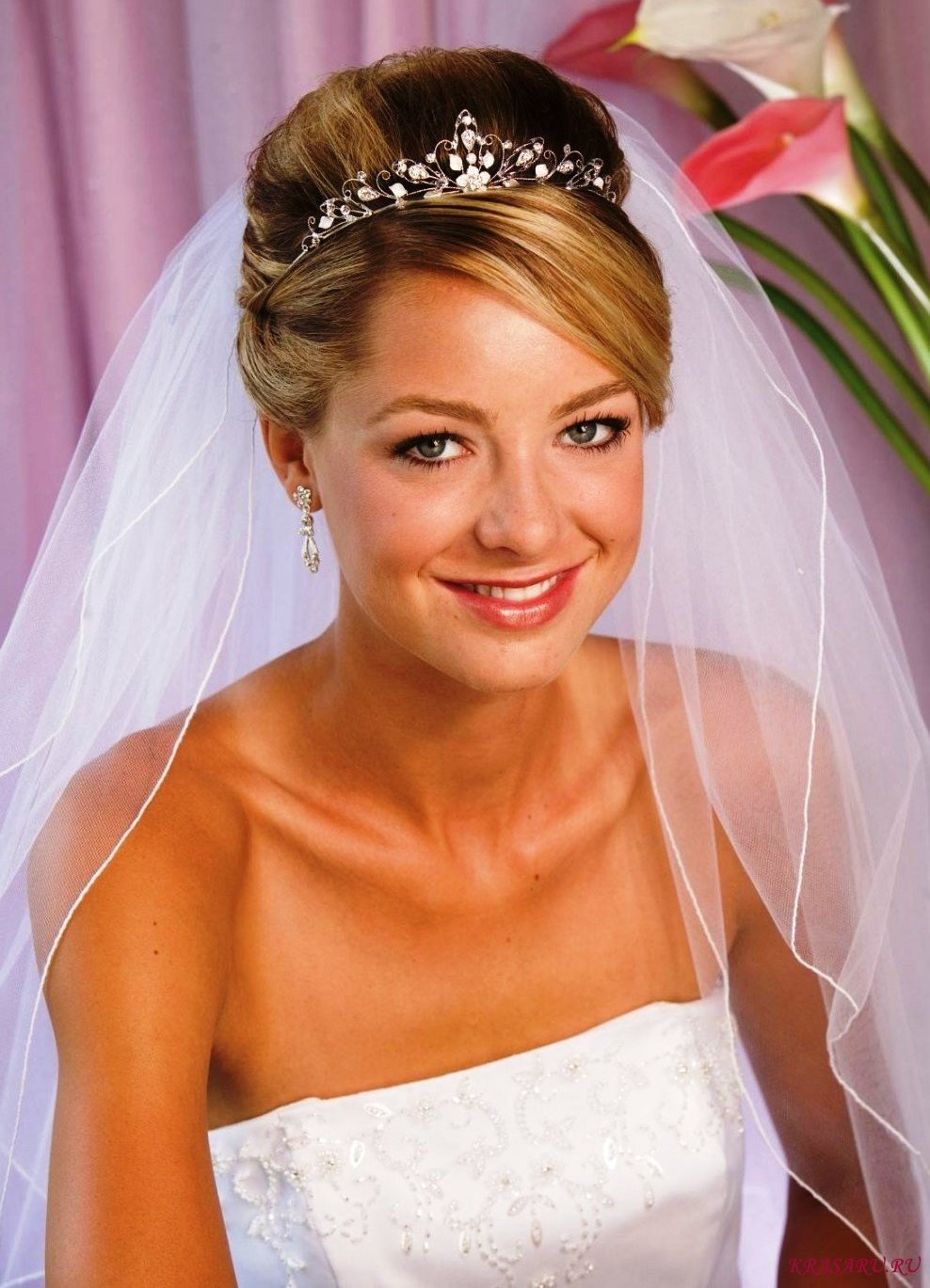 Свадебные прически с тиарой