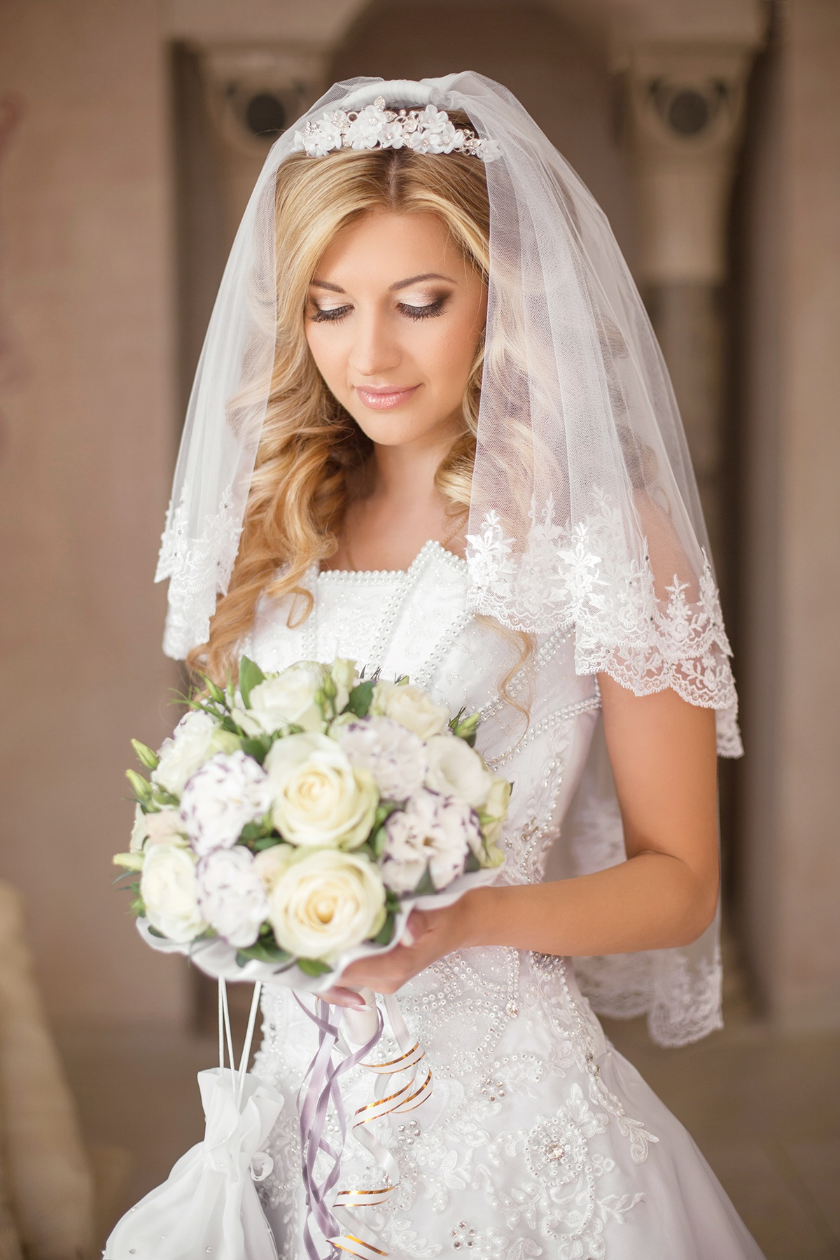 Свадебные прически невест с фатой