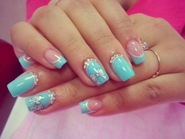Бирюзовые нарощенные ногти