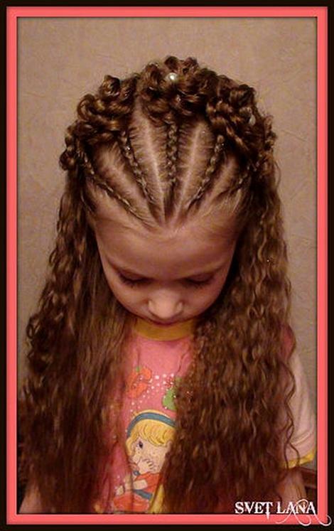 Прическа для девочки на длинные волосы с