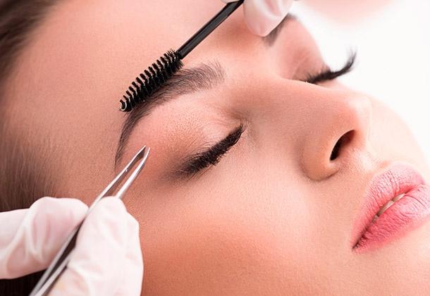 Как в парикмахерской выщипать брови