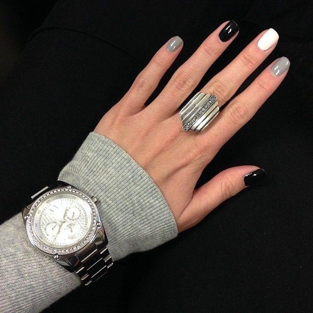 Ногти с серым лаком