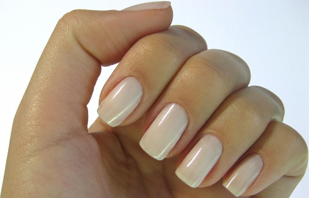 Квадратные гелевые ногти короткие