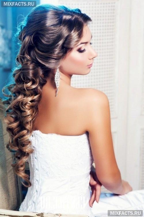 вечерние прически на длинные волосы, уложенные локоны