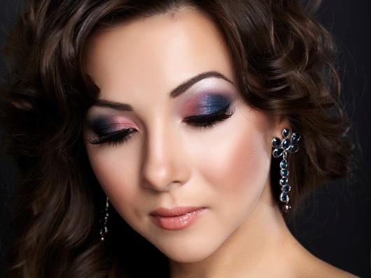 Фото макияжа на выпускной под синее платье