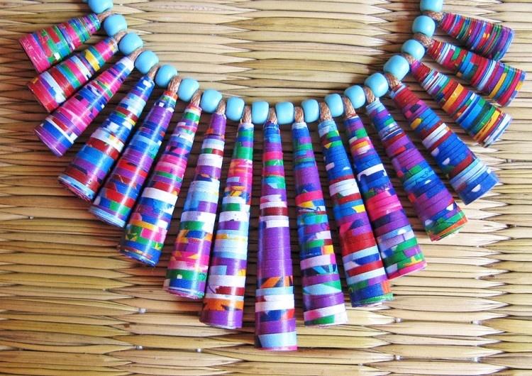 Очень оригинальным подарком для девочек-девушек-дам может бусы из бумаги своими руками - карточка от пользователя marunja.safono