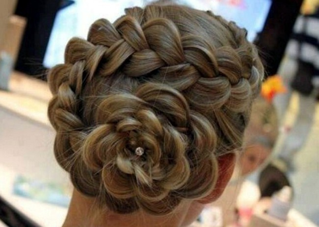 Прически с косами праздничные