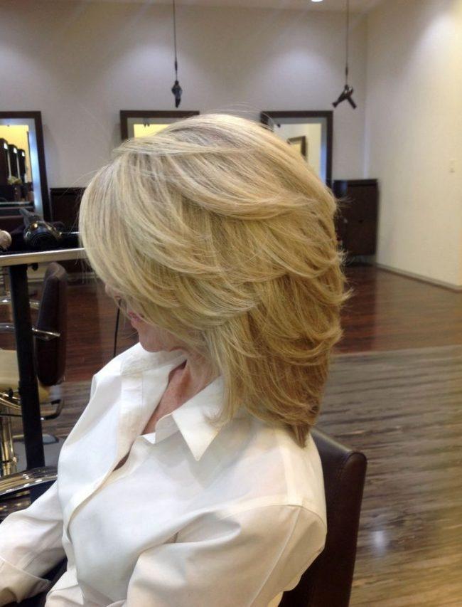 Как выглядит прическа лесенка на средние волосы с челкой женские