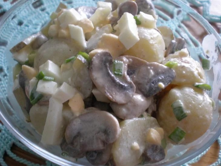 Салат из курицы грибов картофель