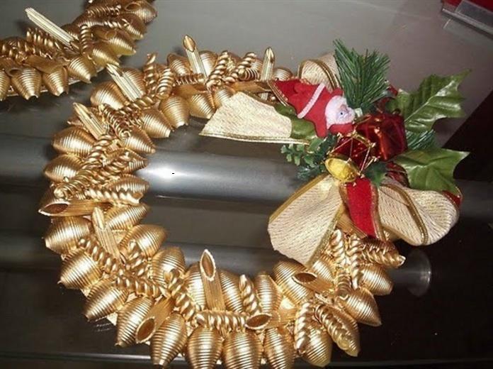 Новогодний венок из макарон своими руками