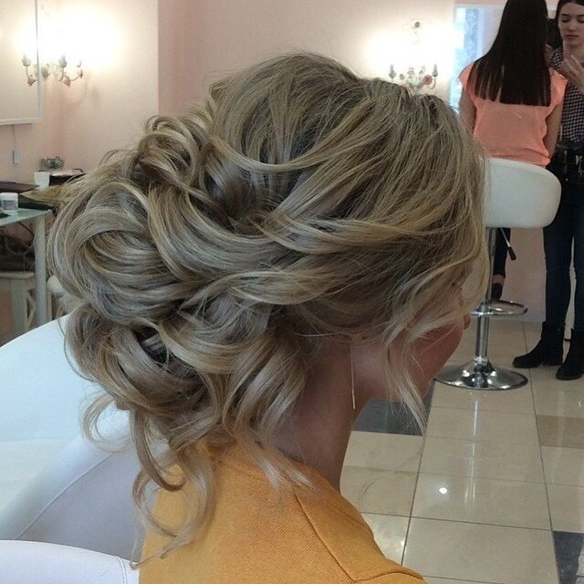 Свадебные прически на средние мелирование волосы