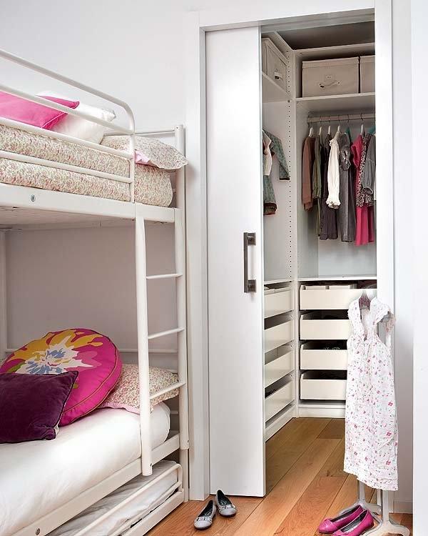 Фото дизайн очень маленькой гардеробной комнаты
